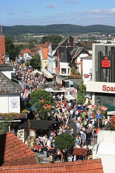 Stadtparkfest mit Straßenmarkt und kinoSommer hessen Borken (Hessen)